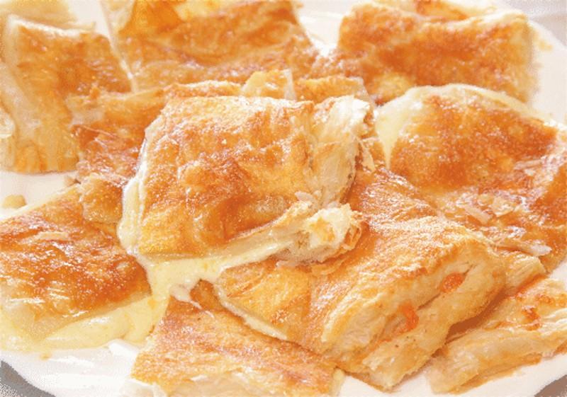 Хачапури с сыром из слоеного теста 22 фотография