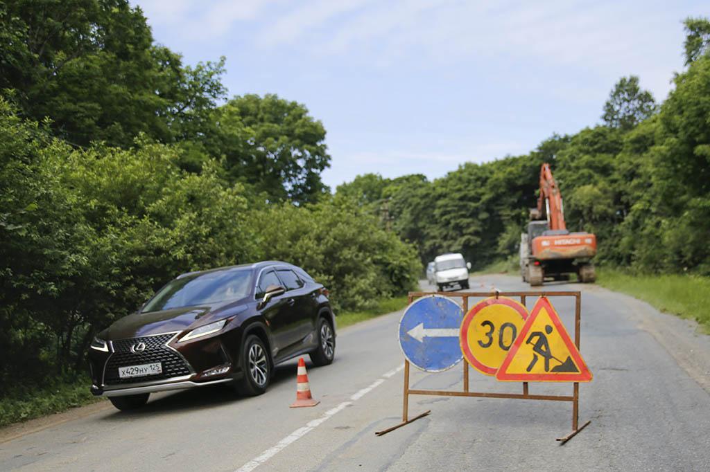 В Находке начался ремонт дороги к поселку Приисковому, но для движения транспорта с 14 июля её перекрывать не будут