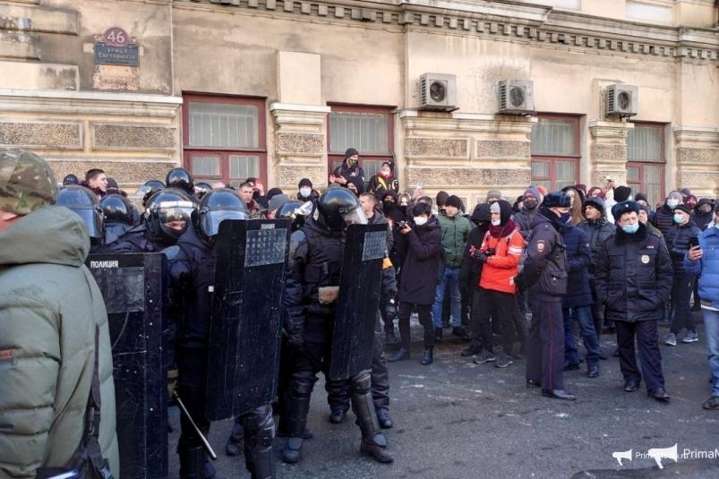 После несанкционированного митинга во Владивостоке возбуждено два уголовных дела