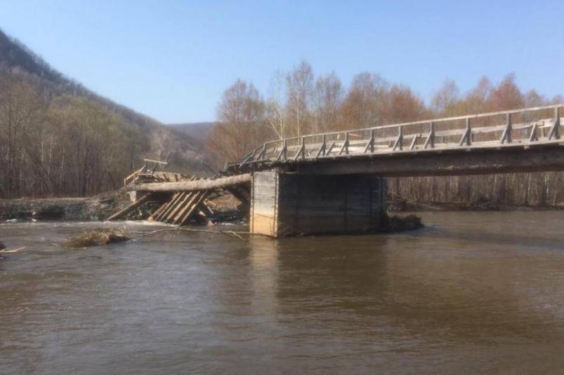 В Приморье прокуратура начала проверку из-за обрушения самовольно построенного моста