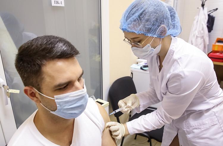 Минздрав Приморья: Без коллективного иммунитета от COVID-19 врачи не смогут вернуться к плановому приему пациентов