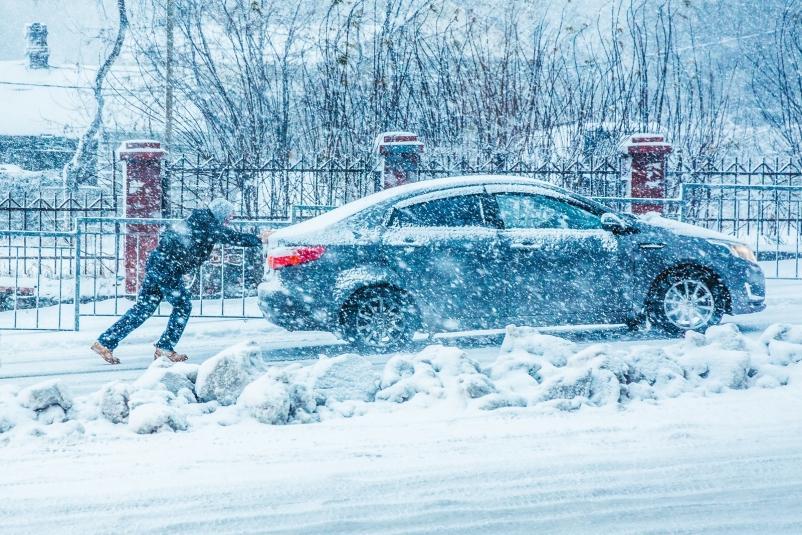 Синоптики изменили время основного снежного циклона в Приморье