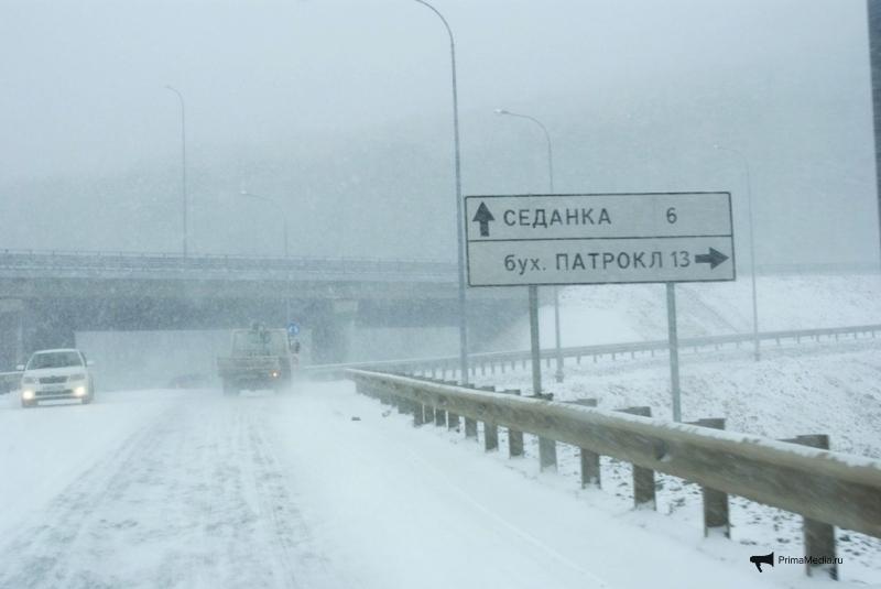 Из-за усиления снегопада для большегрузов перекрыли трассу