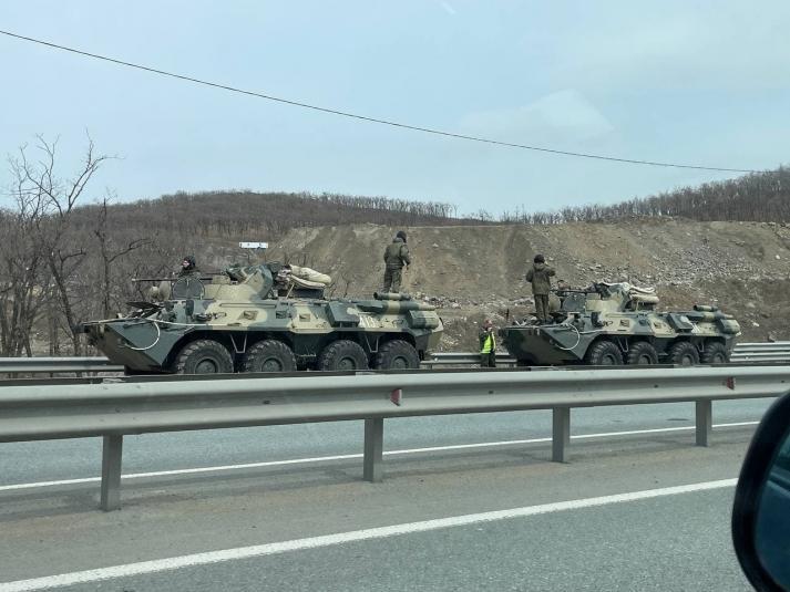 Похоже, что-то серьезное: военная техника замечена в пригороде Владивостока