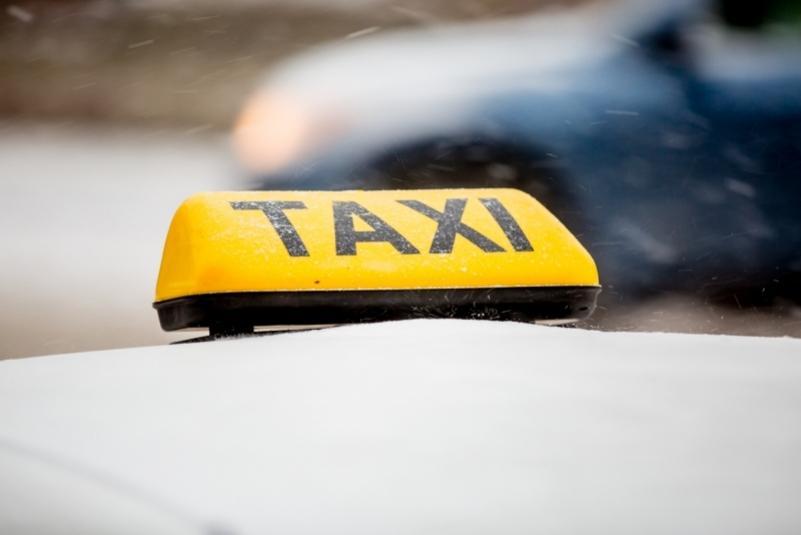 Власти Приморья компенсируют поездки на такси людям с ограниченными возможностями