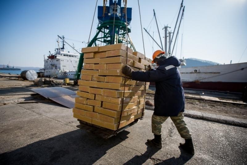 От строителей до финансистов: кого ищут работодатели Приморья на Авито
