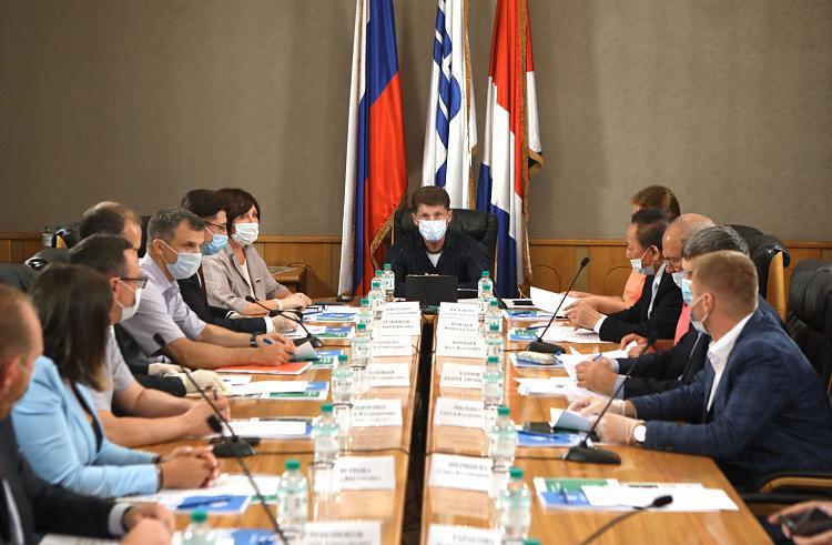 Губернатор Приморского края Олег Кожемяко провел в Находке первое заседание экологического совета по контролю за строительством НЗМУ