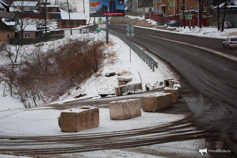 Во Владивостоке перекрыли улицу Капитана Шефнера из-за непогоды