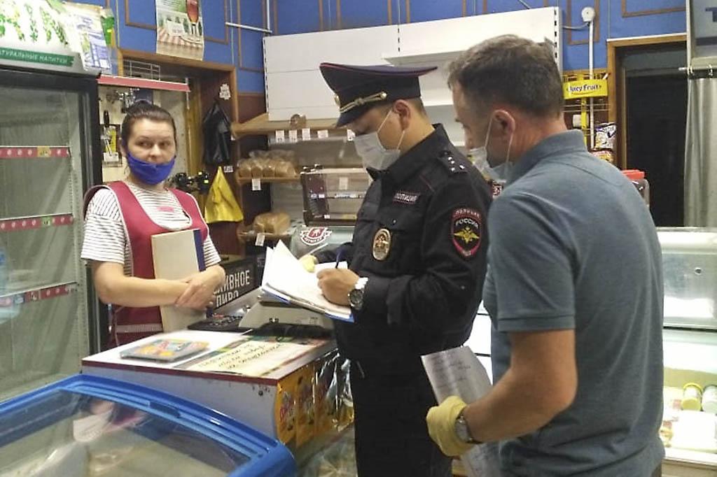 Продавцы магазинов, посетители торговых точек и общественных мест чаще всего нарушают масочный режим