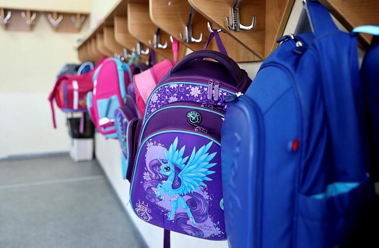 Приморцы могут подать заявление на школьные выплаты до 31 октября