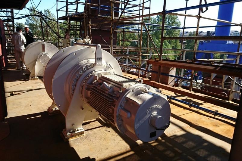 На первой паре супертраулеров для РРПК начат монтаж основного оборудования