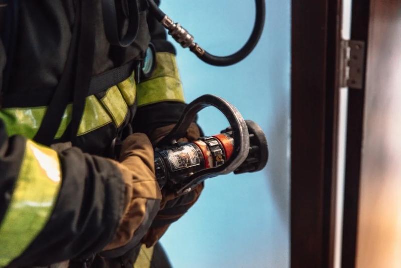 Более 80 человек эвакуировали из больницы в Приморье из-за пожара