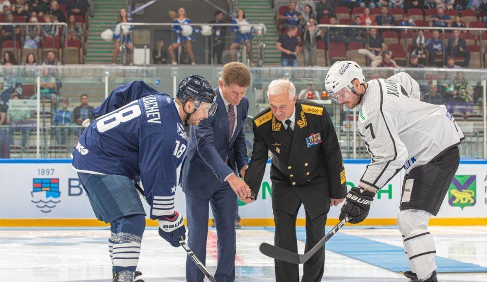 Кожемяко надел форму «Адмирала»: хоккейная команда начинает поход с новым рулевым