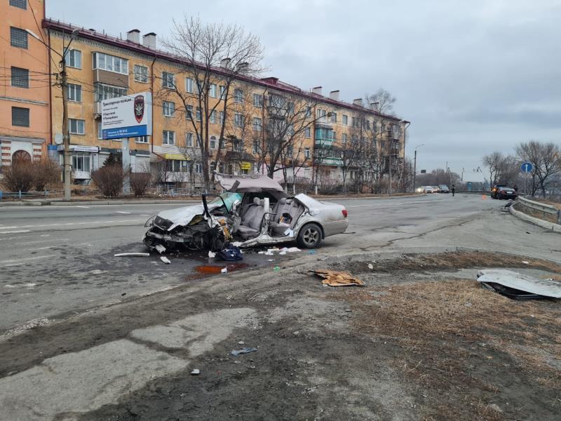 Сотрудники Госавтоинспекции проводят проверку по факту дорожно-транспортного происшествия в Находке