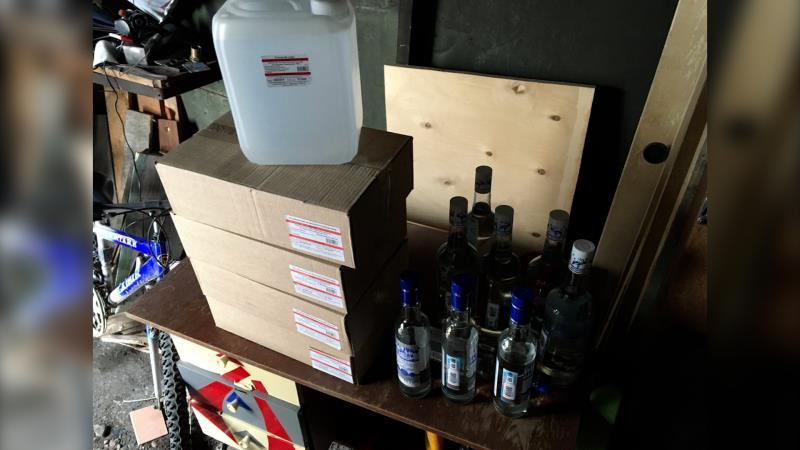 В Находке Приморского края полицейские изъяли из незаконного оборота полторы тонны контрафактного алкоголя