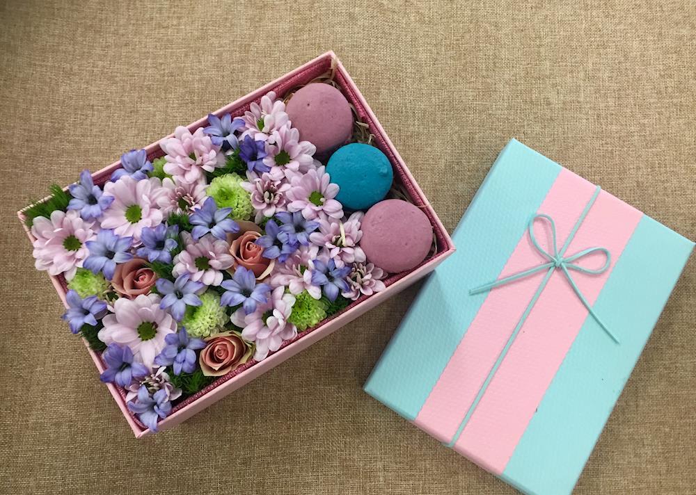 customized-macaron-box